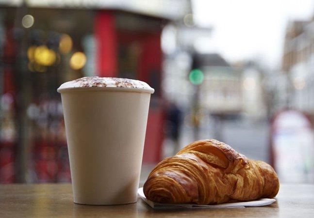 França se torna primeiro país do mundo a banir talheres, pratos e copos plásticos