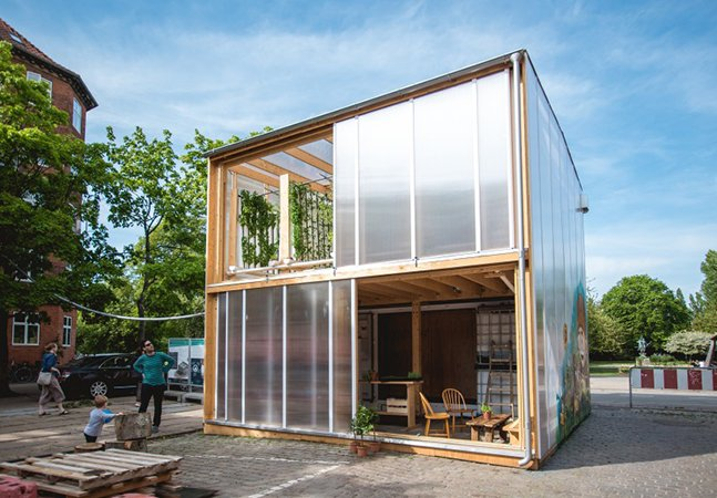 Dupla de amigos cria solução para plantio de alimentos em pequenos espaços