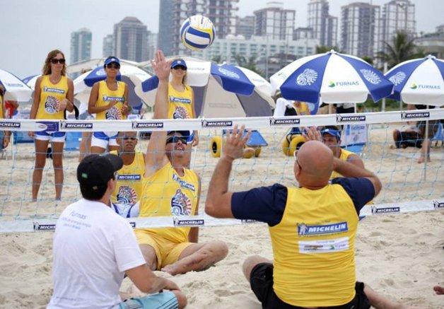 No Rio, projeto aposta no esporte e no lazer para promover inclusão e acessibilidade de deficientes na praia