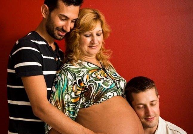 Mulher oferece ventre para que seu filho gay possa ser pai com outro homem no RJ