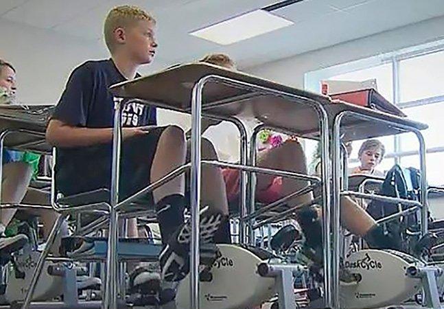 Professora coloca bicicletas ergométricas embaixo das mesas pra que alunos estudem melhor