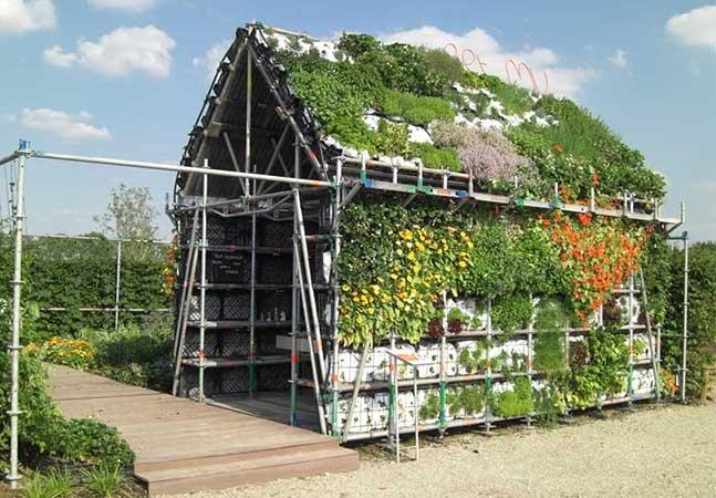 Arquitetos criam casa maravilhosa feita com legumes, ervas e flores e totalmente comestível