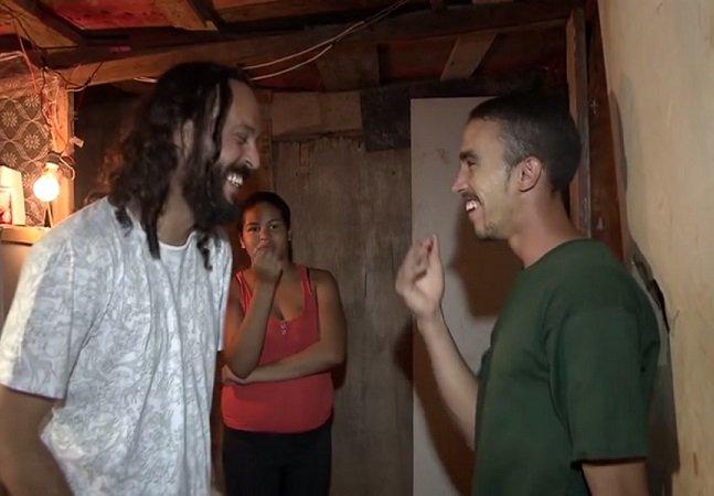 Gabriel, o Pensador doa R$ 10 mil a catador que devolveu dinheiro encontrado no lixo ao dono