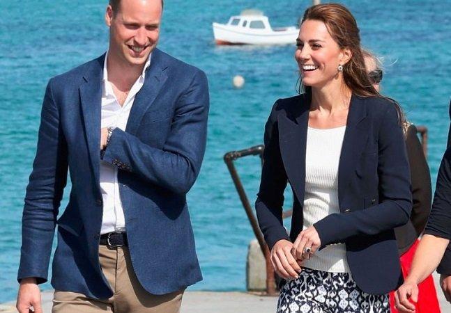 Kate Middleton vai a compromisso real com calça de 25 dólares e prova que é possível se vestir bem gastando pouco