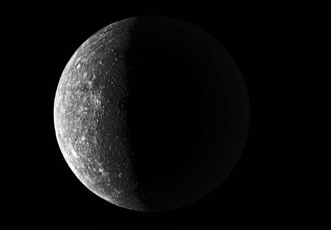Evento lunar raro chamado Lua Negra ocorre nesta sexta-feira