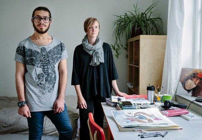 A comovente história do artista gay sírio que foi acolhido por uma mãe solo na Suécia e pôde recomeçar