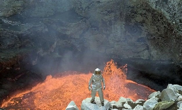 39e6c65500000578-3889326-from_the_red_hot_lava_to_ginormous_craters_the_striking_images_l-a-43_1477911202298