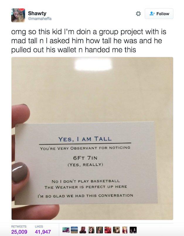"""""""Meu deus, esse garoto com quem estou fazendo um projeto de grupo é incrivelmente alto. Eu lhe perguntei sua altura e ele me deu esse cartão"""""""