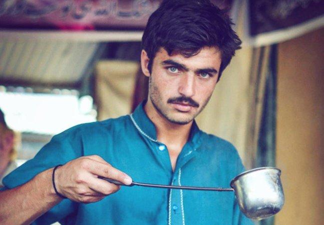Como uma foto e a internet mudaram a vida deste vendedor de chá do Paquistão