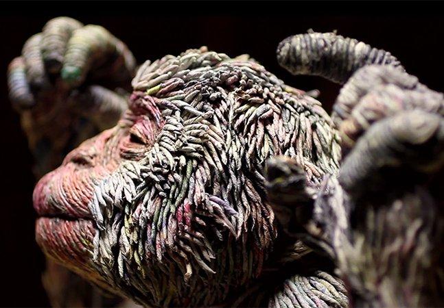 Artista usa folhas de jornal para criar as esculturas de animais mais impressionantes que você já viu
