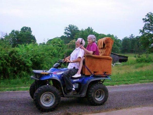 elderly-couples-in-love-13-57f4be877b952__605
