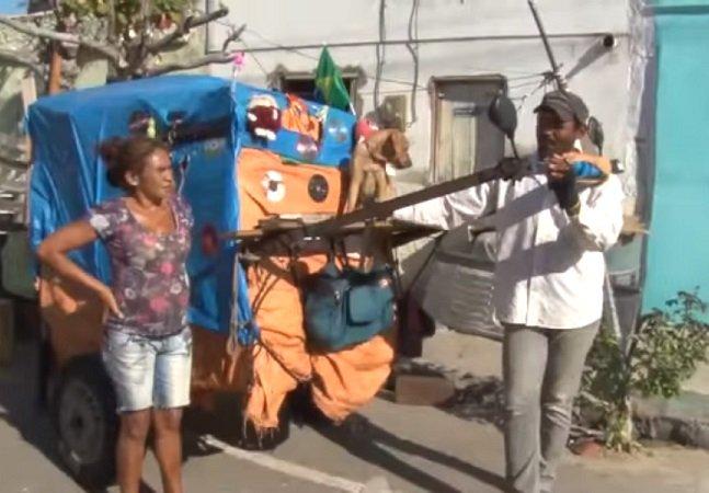 Casal que vivia em situação de rua viaja a pé com sua cadeladurante 3 anos de SP até o Ceará