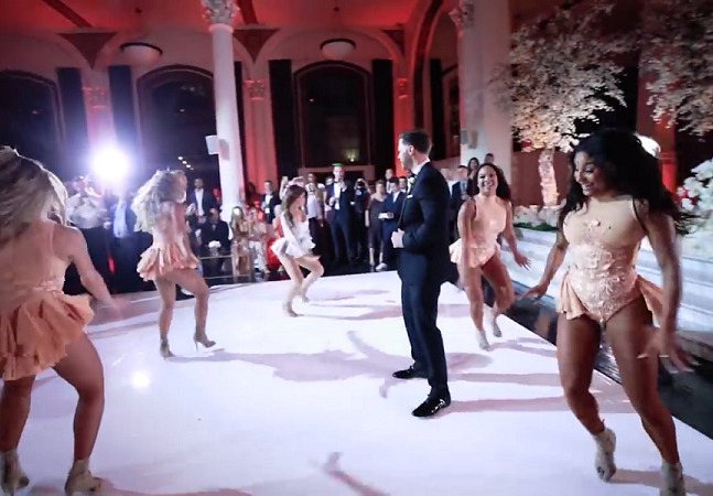 Mulher faz performance lacradora de Beyoncé durante o casamento e surpreende o noivo