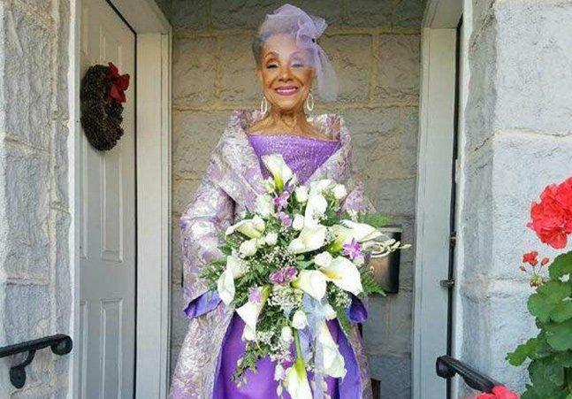 Aos 86 anos, noiva se casa de roxo e enlouquece a internet