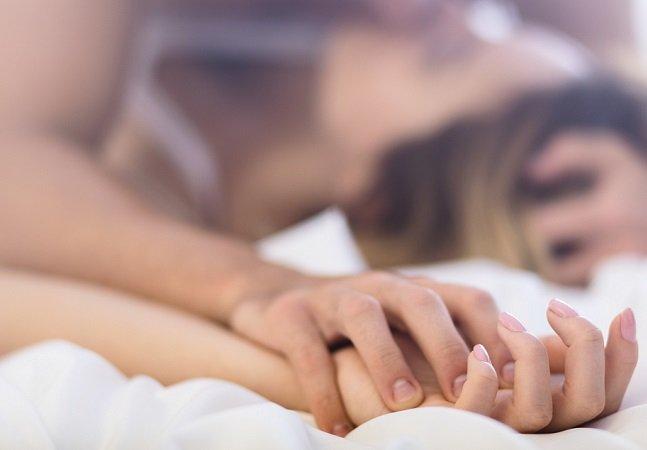 Fazer sexo mais de três vezes por semana ajuda a expelir pedras nos rins