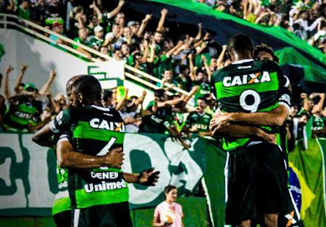 Curitibano lança ideia incrível para ajudar Chapecoense e congestiona o site do clube