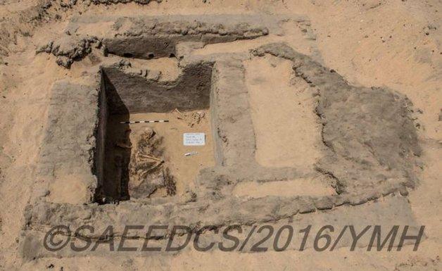 Uma das sepulturas descobertas