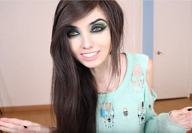 Debate: petição quer acabar com o canal desta youtuber por 'promover a anorexia'