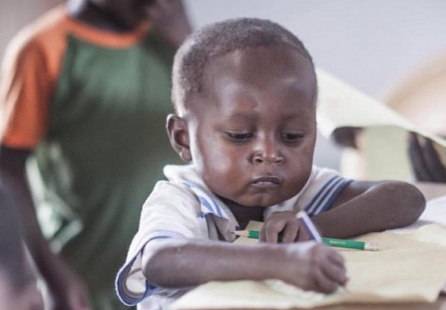 O meme desta criança simplesmente adorável permitiu angariar milhares de dólares pra sua escola