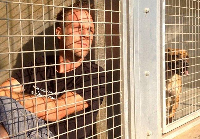 Comediante que se fechou em um canil até que os animais fossem soltos salva 150 cães e gatos