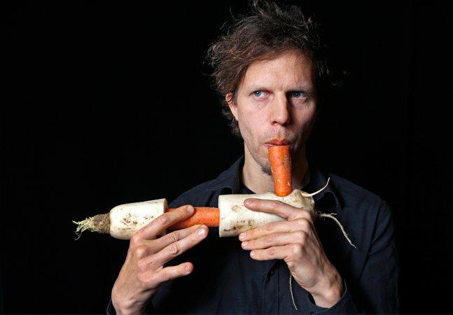 Conheça a 'Vegetable Orchestra' de Viena, grupo que faz música com vegetais