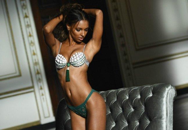 Victoria's Secret (finalmente) publica foto de modelo com estrias e sem Photoshop