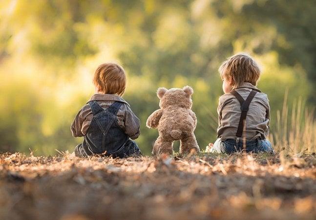 Fotógrafo capta o verão idílico de seus filhos no campo