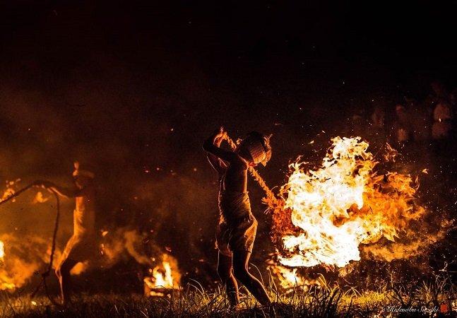 O impressionante festival de fogo no Japão que homenageia vítimas de guerra e dura mais de 400 anos