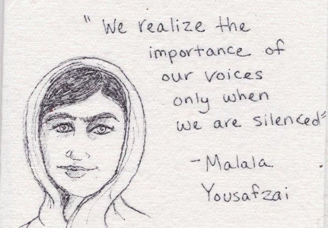 Mãe empodera sua filha com desenhos e frases de mulheres inspiradoras em guardanapos