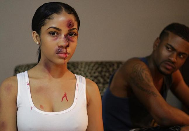 Mulheres compartilham fotos de violência doméstica em projeto poderoso