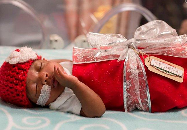 Voluntários vestem bebês prematuros com maravilhosa inspiração natalina