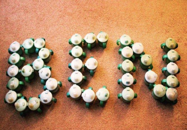 Empresa envia 500 copos que estavam fora do mercado para menino autista poder beber líquidos