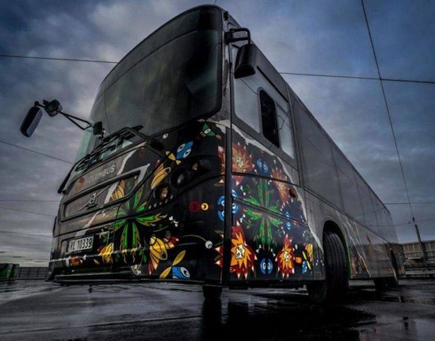 creative-street-art-buses-in-norway-4-900x707