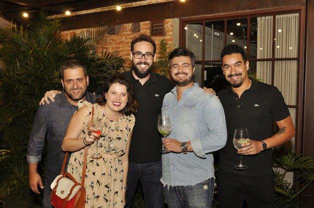 Parte da equipe do Grupo Hypeness. Da esquerda para direita Marcelo Guerrero (Novos Negócios), Ellen Miranda (Community Manager), Rafael Rosa (Sócio), Rodrigo Nhan (Novos Negócios) e Bruno Batista (Novos Negócios)
