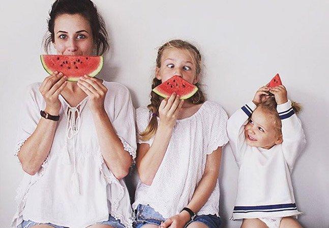 Mãe e suas duas filhas fazem sucesso no Instagram com fotos minimalistas e divertidas