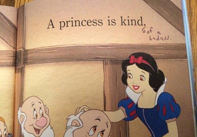Mãe hackeia livro de princesas para ensinar filha sobre liberdade e empoderamento
