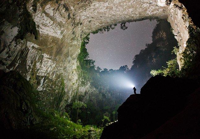 O fotógrafo Ryan Deboodt captou imagens incríveis da maior 'caverna de rio' do mundo