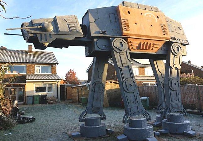 Pai constrói robô de Star Wars em tamanho real para servir de casa de brinquedo para os filhos