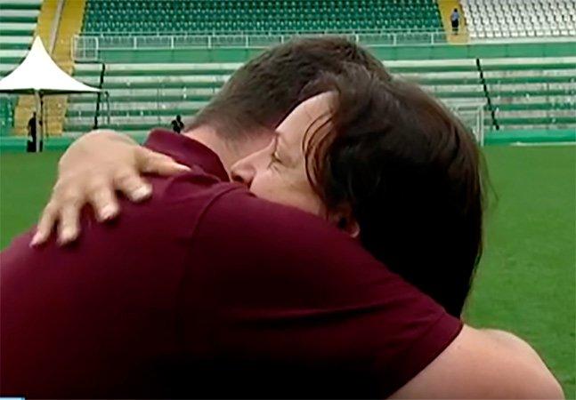 O comovente momento em que a mãe do goleiro Danilo consolou um repórter do SporTV
