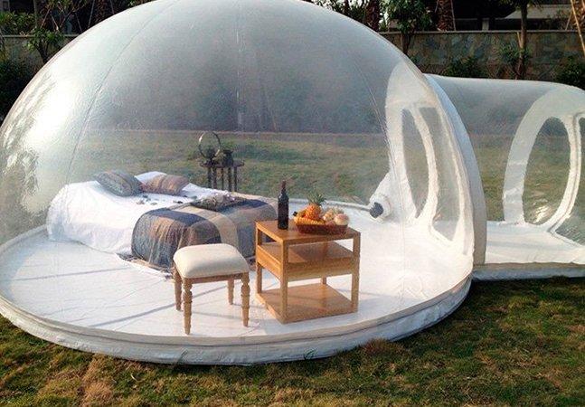 Tenda em forma de bolha transparente permite uma noite em contato com os astros