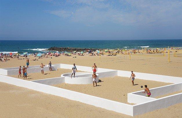 benedetto-bufalino-terrain-de-sport-sports-field-anglet-beach-france-designboom-03