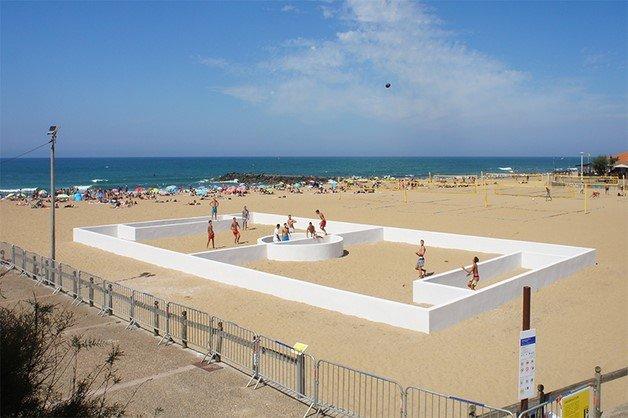 benedetto-bufalino-terrain-de-sport-sports-field-anglet-beach-france-designboom-04