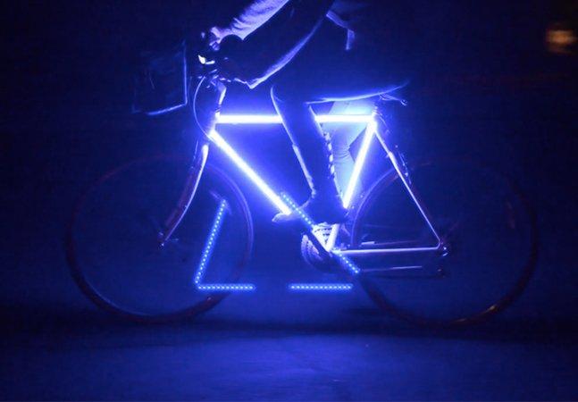 Com apenas $35 ele personalizou sua bike com luzes de LED para ter mais segurança