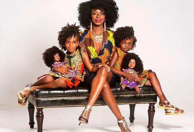 Esta mãe não conseguia encontrar uma boneca com cabelo natural como o das filhas; por isso decidiu criar uma