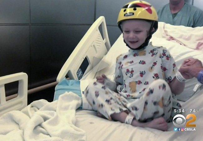 Após perder metade do crânio, este garotinho teve a alegria e a vida devolvidas por impressora 3D