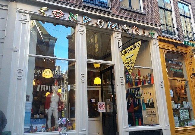 Fomos a Amsterdã conhecer uma loja especializada em camisinhas