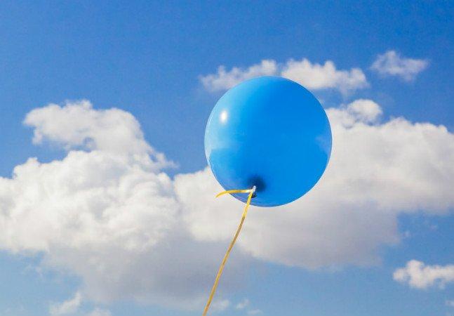 Pessoas tentam encontrar o menino que enviou uma carta de Feliz Natal em um balão para o pai falecido