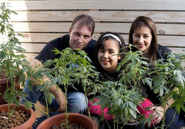 Ela conseguiu permissão para plantar maconha em casa para ajudar a filha doente