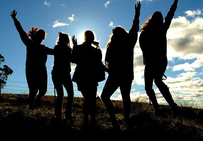 Estudantes que fazem pausa entre escola e faculdade são mais felizes em suas carreiras