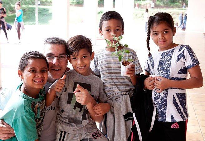 Projeto 'Transformando Comunidades' utiliza voluntariado para impactar a vida de milhares de pessoas